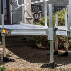 Sturdy, adjustable height platform legs